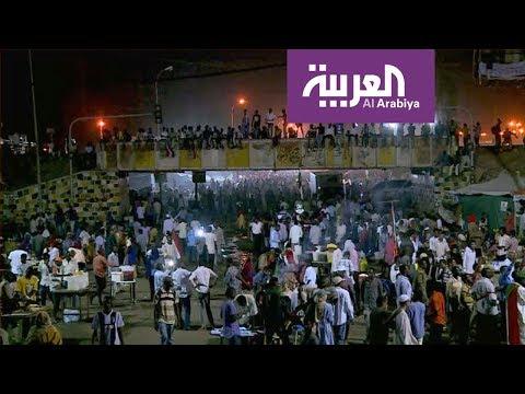 معتصمو السودان يهللون فرحًا بمهلة المجلس العسكري