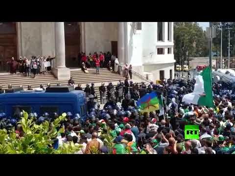 احتجاجات جديدة في الجزائر والشرطة تردّ