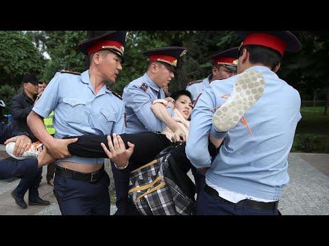 شاهد اعتقلت السلطات الكازاخستانية قرابة 1000 شخص