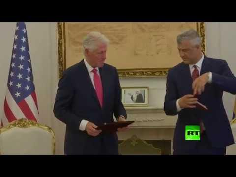 رئيس كوسوفو يقلّد بيل كلينتون بوسام الحرية