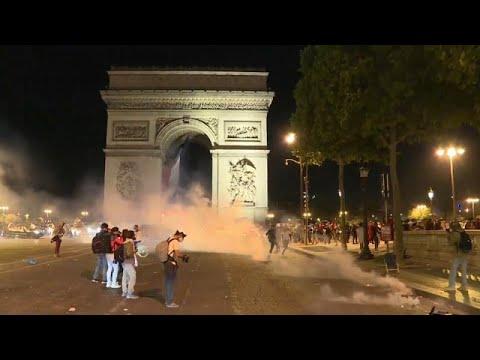 شاهد العيد الوطني الفرنسي يتحول إلى مواجهات مع الشرطة