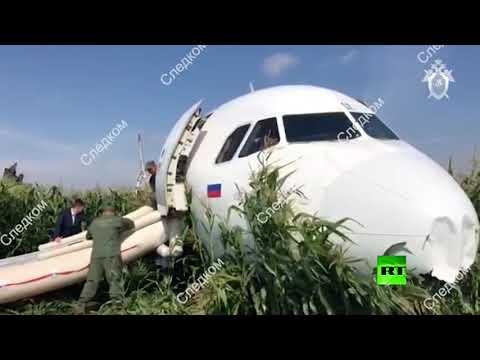 شاهد آثار هبوط طائرة الركاب الروسية في حقل الذرة
