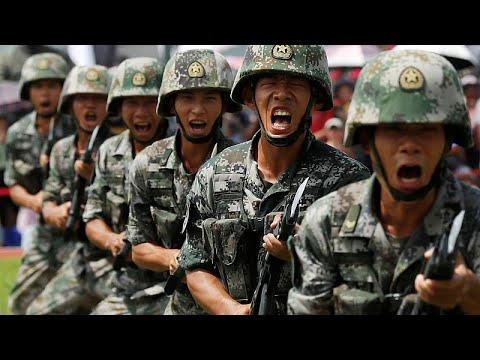 قوات صينية تقترب من هونغ كونغ وترامب يقترح لقاء شخصيًا مع الرئيس لحل الأزمة