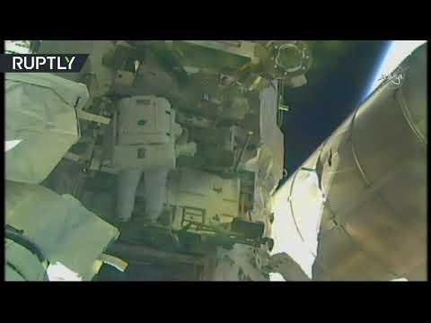 شاهد لحظة خروج رئدان أميركيان من ناسا إلى الفضاء المفتوح