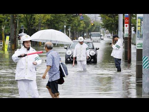 الأمطار الغزيرة  تغمر شوارع اليابان