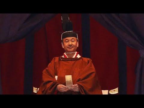 إمبراطور اليابان الجديد يعتلي العرش في حفل تنصيب رسمي