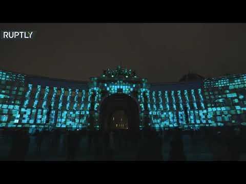 معجزة الضوء في ساحة القصر في سان بطرسبورغ الروسية