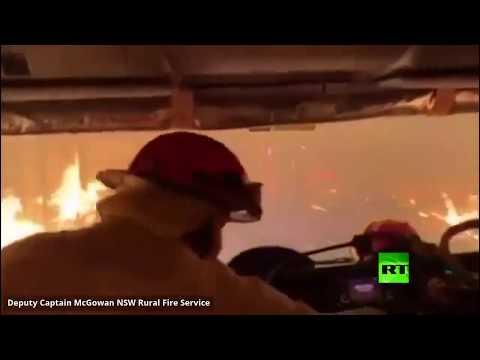 رجال إطفاء أستراليون يقحمون أنفسهم في غابة مشتعلة