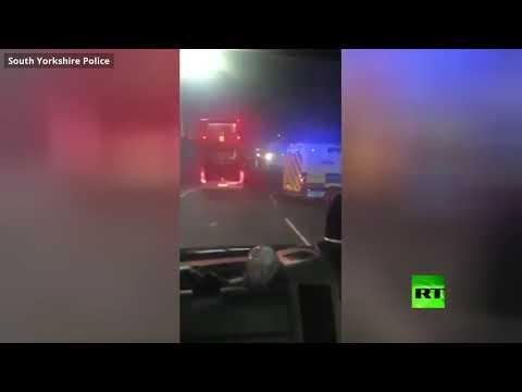 مشاغبون يستهدفون الشرطة بالألعاب النارية