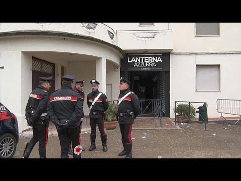 شاهد اعتقال ستة أشخاص لعلاقتهم بحادث تدافع في إيطاليا