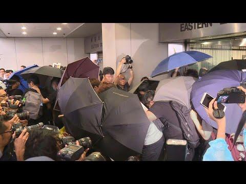 شاهد عشرات المتظاهرين المؤيدين للديمقراطية يمثلون أمام القضاء في هونغ كونغ