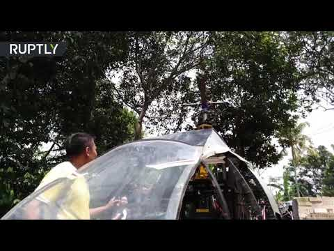 رجل يصمم مروحية داخل فناء منزله في إندونيسيا لتخطي الازدحام
