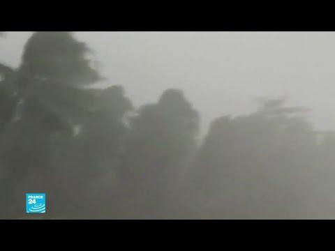 شاهد إعصار كاموري يجتاح الفيليبين ويعطل السفر والعمل