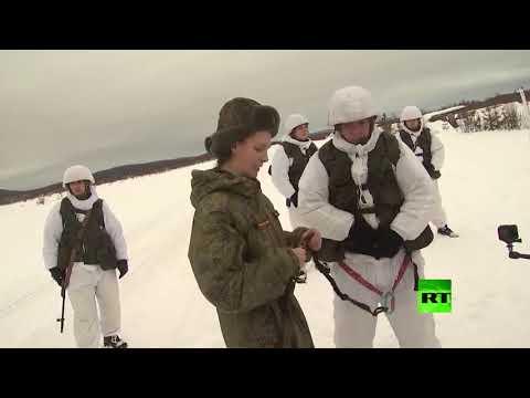جنود روس يستخدمون زلاجات تجرها الهاسكي