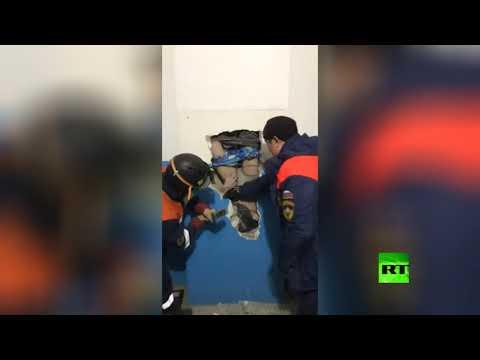 شاهد حذاء ينقذ رجلًا سقط في أنبوب تهوية عمقه 30 مترًا