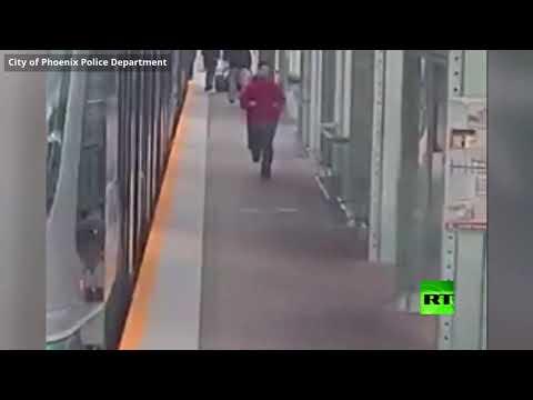 لص يحاول سرقة كرسي متحرك من معاق في المترو