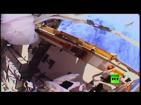 خروج الرائدتين الأميركيتين إلى الفضاء المكشوف