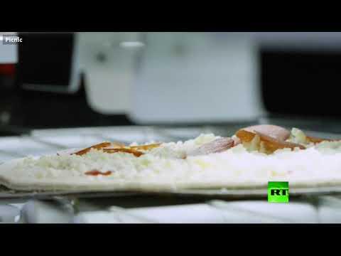 روبوت يحضّر 300 بيتزا في ساعة