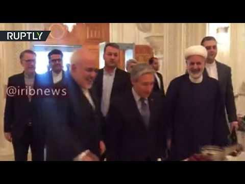 شاهد محمد جواد ظريف يلتقي نظيره الكندي في عمان