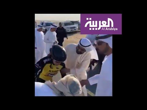 حاكم دبي يساعد متسابقة تعرضت لإصابة