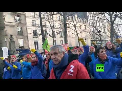 شاهد تظاهرات حاشدة للنقابات العمالية في باريس