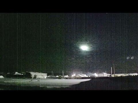 شاهد مقطع فيديو لنيزك ساطع في سماء روسيا