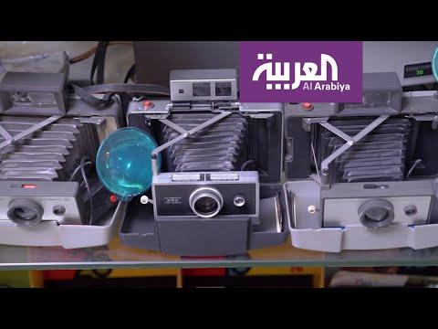 شاهد مواطن سعودي يجمع في منزله 800 من أندر أنواع الكاميرات الفوتوغرافية