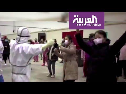 مرضى صينيون يتغلبون على فيروس كورونا بالغناء والرقص