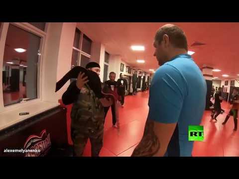 المشاغب يقدم حزامه هدية لـ قديروف عبر حارسه الشخصي