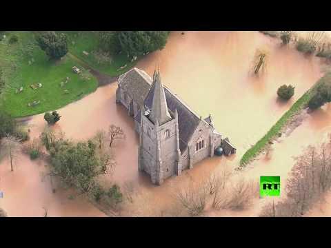 لقطات جوية لفيضانات في بريطانيا بسبب عاصفة دينيس