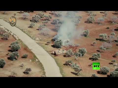 شاهد مطاردة هوليودية بين دبابة سورية ومدرعة تركية في ريف إدلب