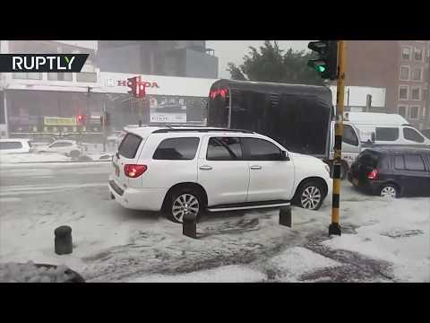 شاهد البرد يضرب العاصمة الكولومبية بوغوتا