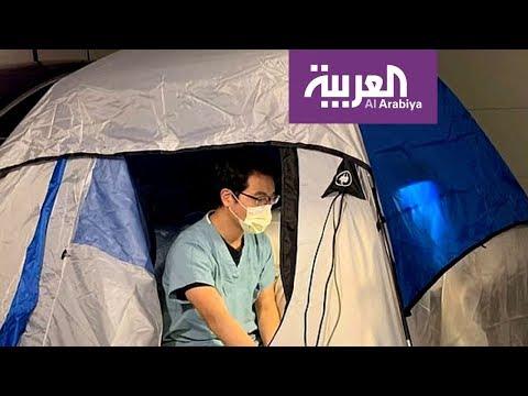شاهد طبيب ينام في خيمة حفاظًا على سلامة أسرته من كورونا