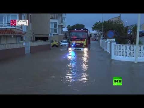 شاهد فيضانات عنيفة تُزيد أوجاع إسبانيا وتتسبب في غرق المنازل
