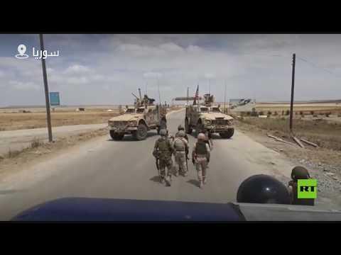 شاهد عسكريون أميركيون يحاولون اعتراض دورية للشرطة الروسية في سورية
