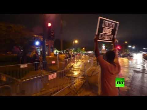 شاهد مواجهات عنيفة بين محتجين أميركيين وعناصر الشرطة في مينيسوتا