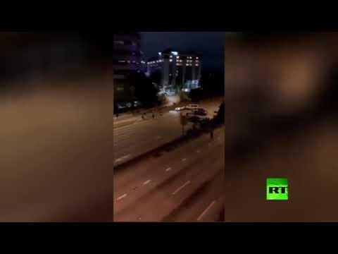 شاهد سيارة مسرعة تدهس 2 من المتظاهرين في سياتل الأميركية