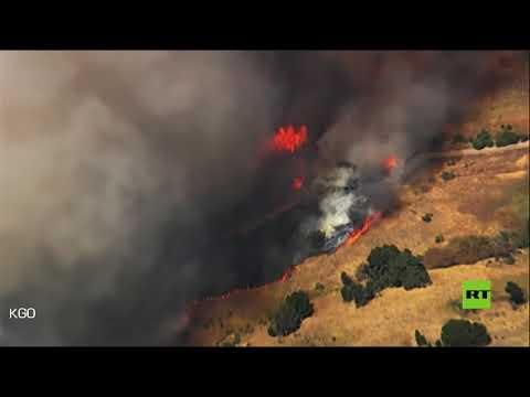 شاهد حرائق الغابات في كاليفورنيا الأميركية تقترب من خزانات النفط