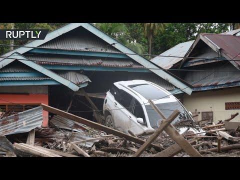 شاهد فيضانات عارمة تودي بحياة العشرات في إندونيسيا