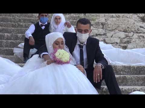 شاهد زفاف جماعي في بعلبك التاريخية بشروط كورونا