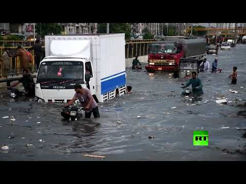 شاهد لقطات مُثيرة لفيضانات في كاراتشي وآثارها