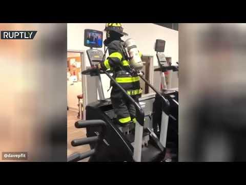 شاهد رجل يصعد 110 درجة بزي الإطفاء تكريما لزملائه في هجمات 11 سبتمبر