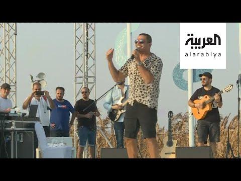 شاهد عمرو دياب يغني لرواد كروز السعودية على شاطئ الرأس الأبيض