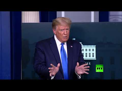 شاهد ترامب يغادر مؤتمرًا صحفيًا بشكل مفاجئ بسبب اتصال طارئ وكبير