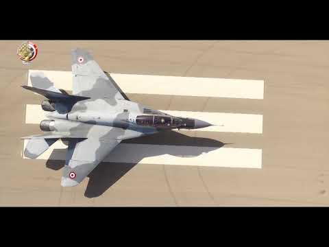 شاهد الجيش المصري يطلق نسورالسماء احتفالًا بعيد القوّات الجوّية