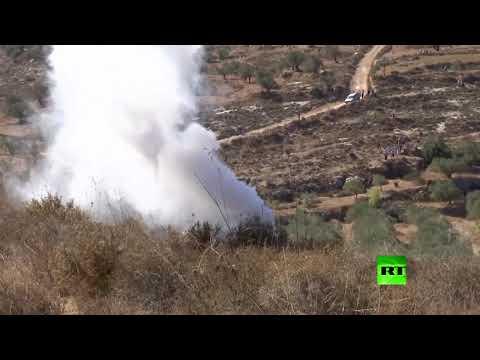 شاهد جنود إسرائيليون يعتدون على صحافيين فلسطينيين شمال رام الله