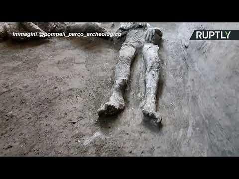 شاهد اكتشاف رفات رجلين توفي حرقًا بسبب بركان دمر بومبي سنة 79 بعد الميلاد