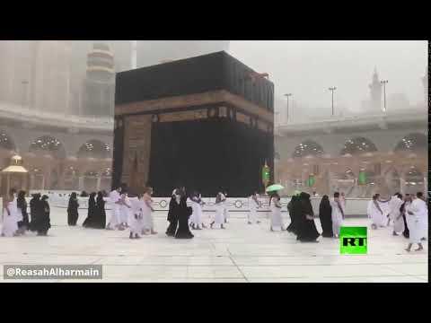 شاهد شؤون الحرمين في السعودية تُحذر من هطول أمطار فوق الكعبة