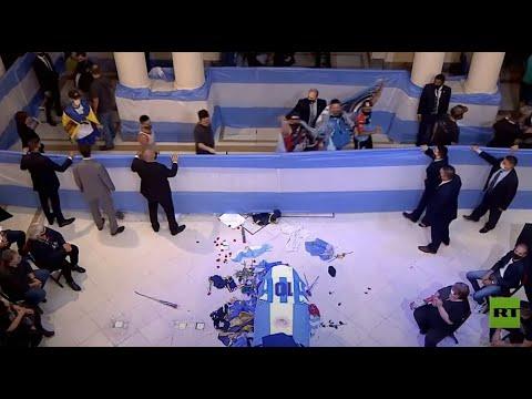 شاهد الآلاف يودعون الأسطورة مارادونا في مقر الحكومة الأرجنتينية