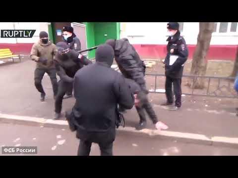 شاهد اعتقال عنصرين مُتطرفين متهمين بقتل جنود روس في حرب الشيشان عام 1999